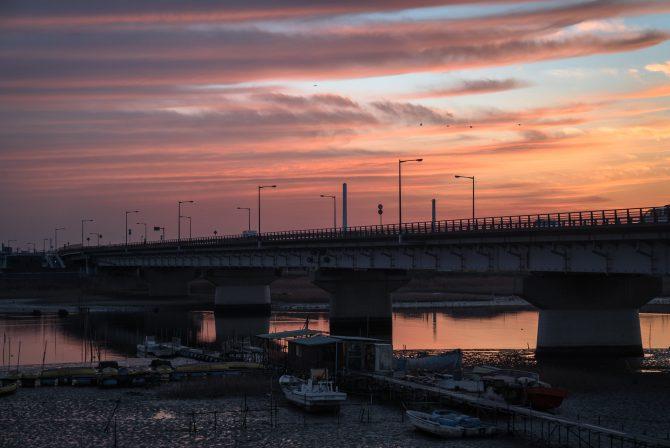 夕焼け空と新行徳橋