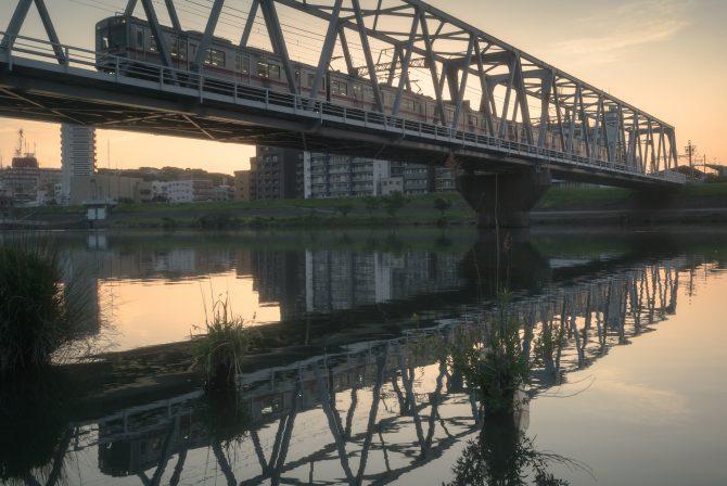 京成の始発電車と朝の江戸川