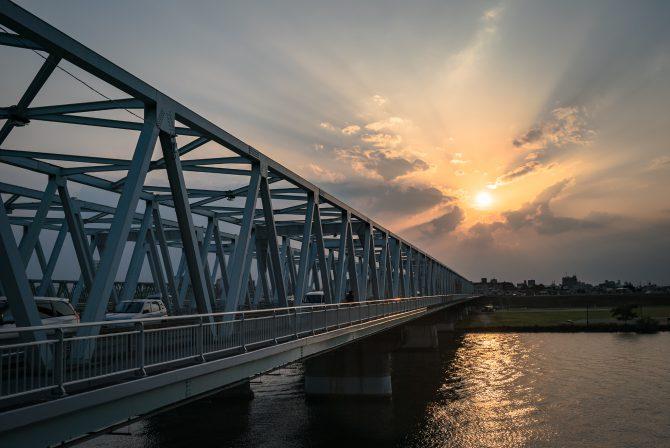 市川橋と薄明光線