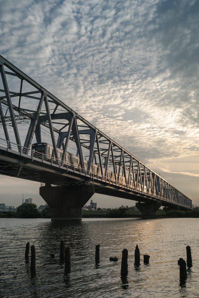 うろこ雲と京成線