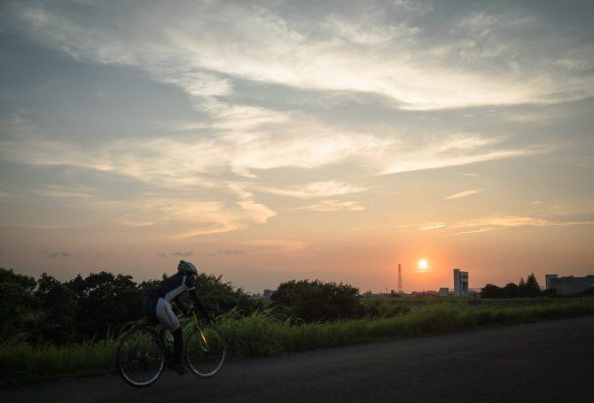 サイクリングロードの夕暮れ
