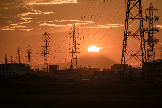 夕陽をかぶる富士山
