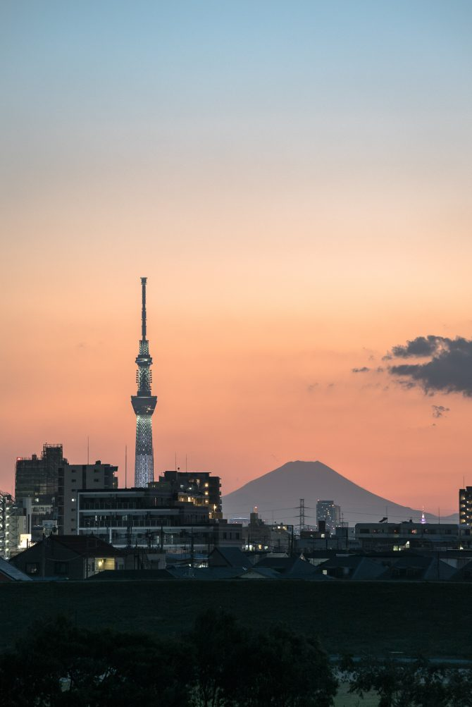 夕空と富士山とスカイツリー
