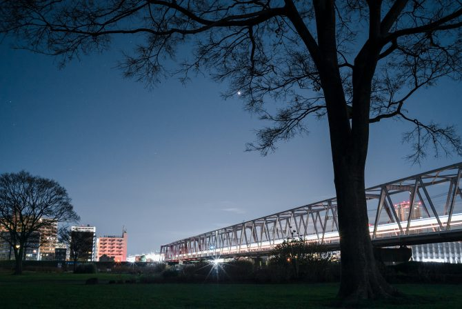 金星と始発電車の京成線