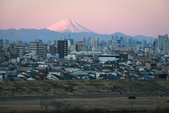 桃色に染まる富士山