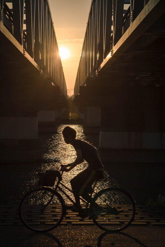 隙間の夕陽