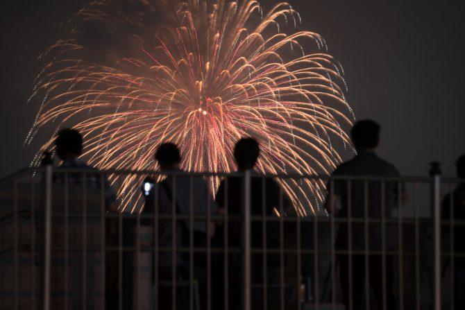 花火と観客