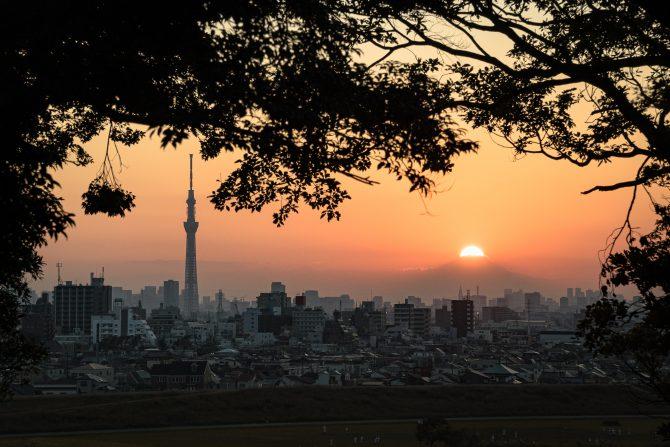 夕陽と富士山のてっぺんとスカイツリー