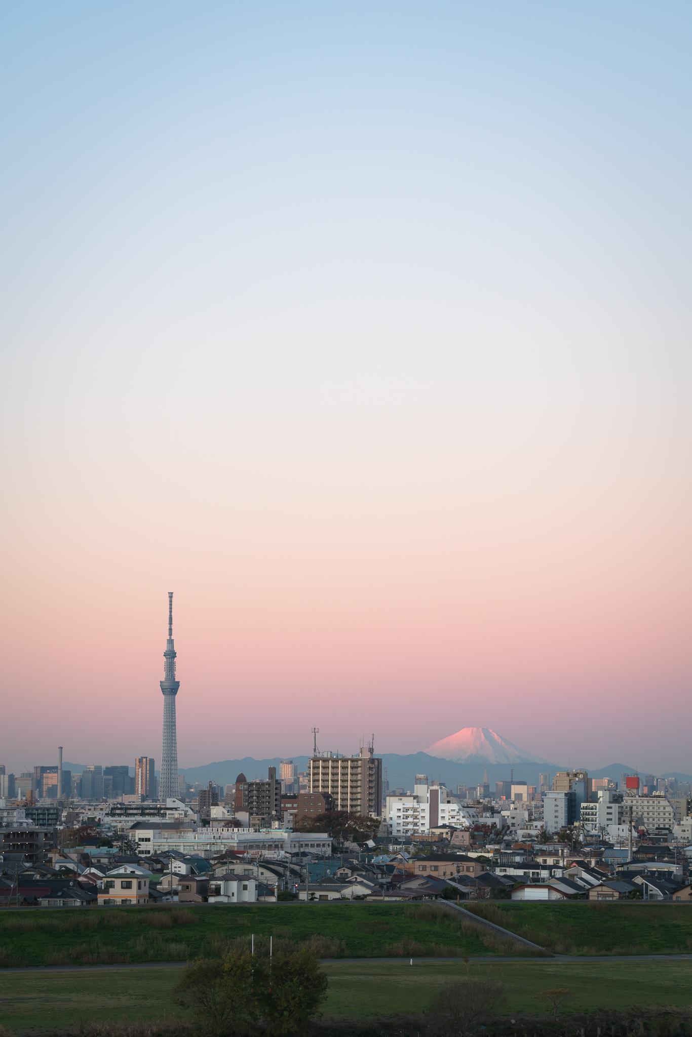 朝の空のグラデーション 2019年12月4日 里見公園より撮影