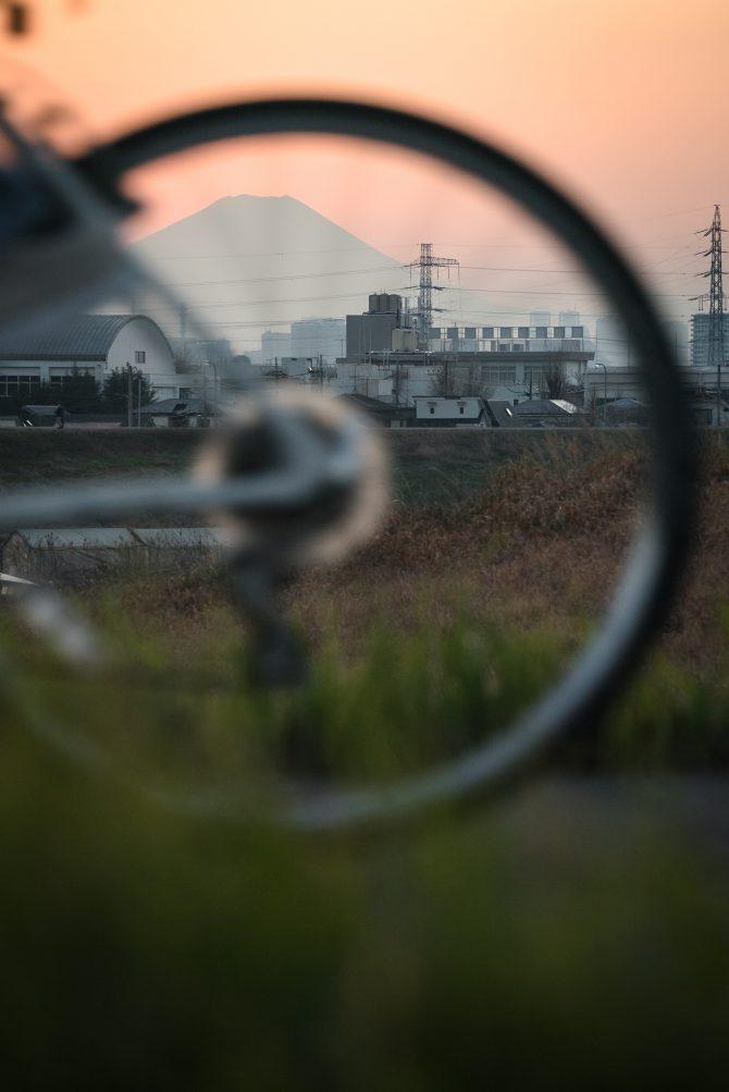 日没後の富士山と江戸川土手