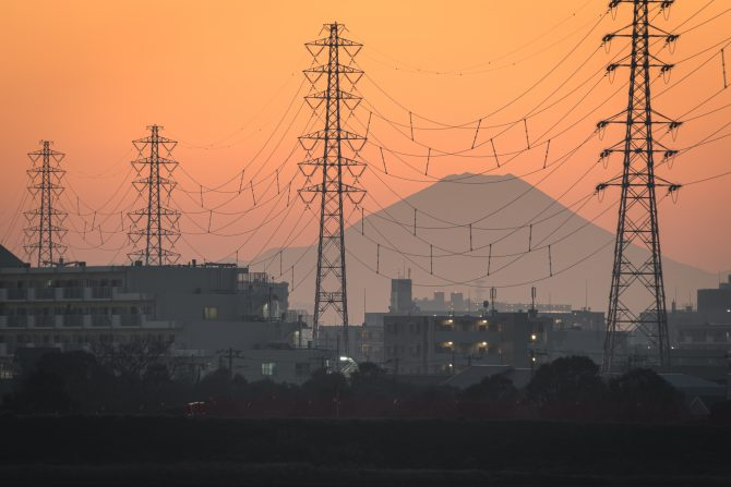 鉄塔と富士山