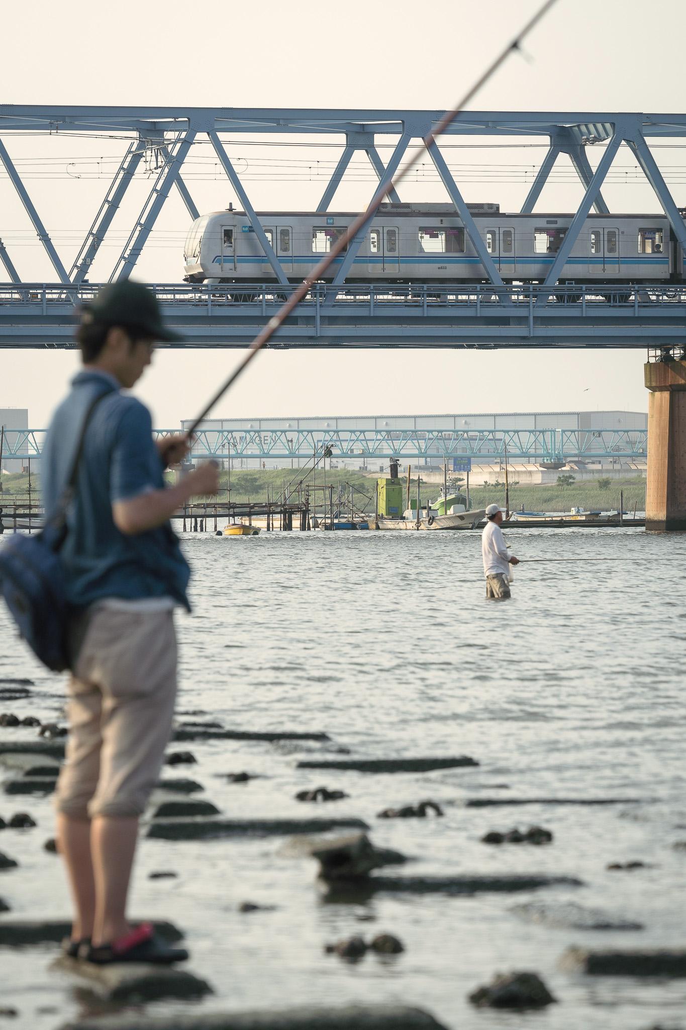 ハゼ釣りと東西線 妙典の江戸川河川敷にて 2020年8月9日撮影