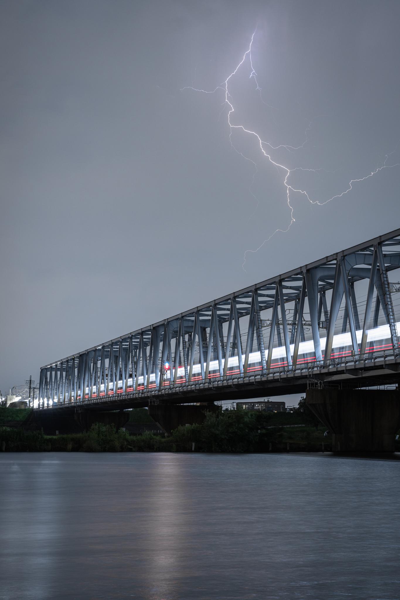稲光と京成線 江戸川河川敷より 2020年8月22日撮影