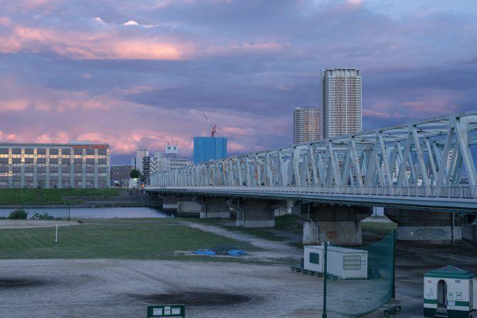 日没後の東の空と市川橋