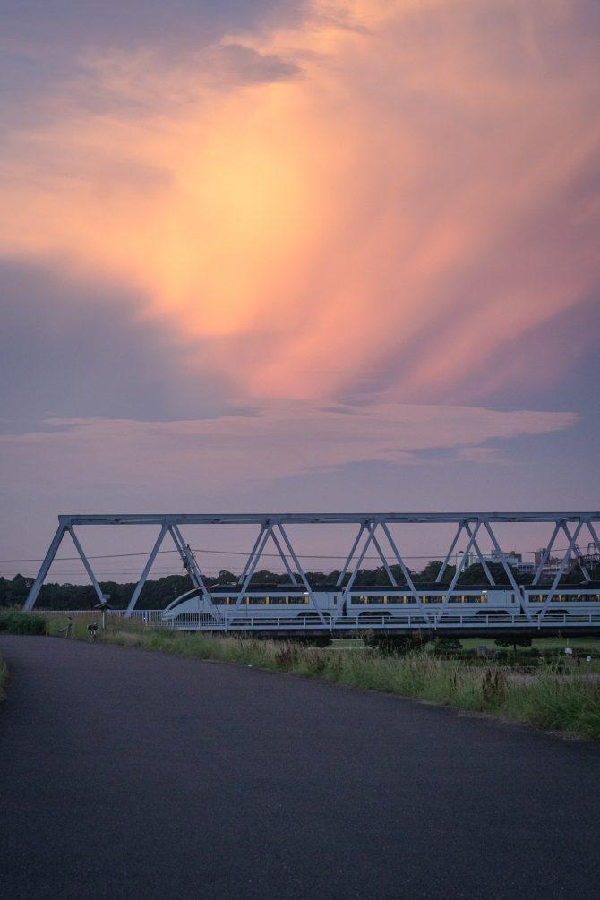 夕焼け雲と京成イブニングライナー