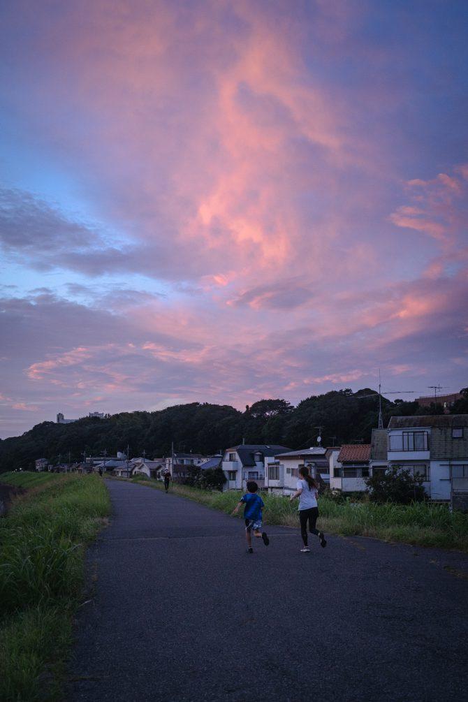 夕焼け空と江戸川サイクリングロード